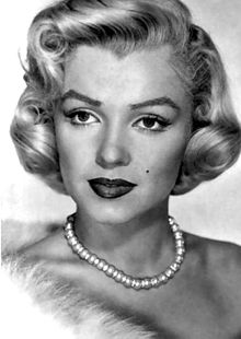 220px-Marilyn_Monroe_-_publicity_-_necklace[1]