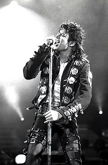 215px-Michael_Jackson_in_1988[1]